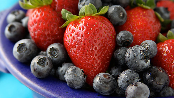 Study-Finds-Berries-Reduce-Heart-Attack-Risk-700x395